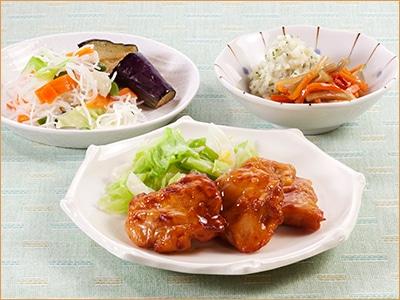 気くばり御膳 鶏もも肉の照り焼き風とおかず4種